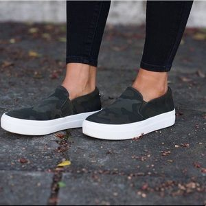Steve Madden 'Gills' camo sneaker size 9.5